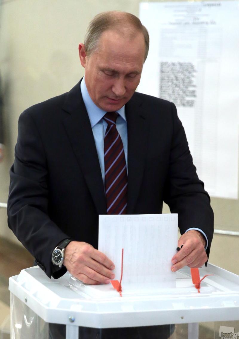 Президент РФ В.Путин проголосовал на выборах-2017
