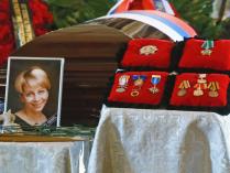"""Гражданская панихида по главе фонда """"Справедливая помощь"""" Е.Глинке, погибшей в катастрофе Ту-154"""