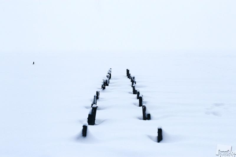 заснеженное озеро