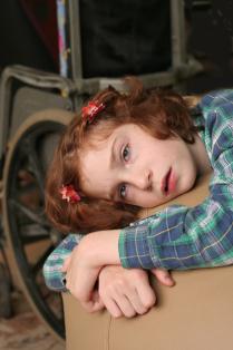 Задумчивая девочка-подросток