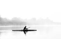 веслами по воде