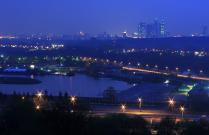Огни мегаполиса, утопающие в синеве майского вечера