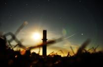 В поле ночью светло