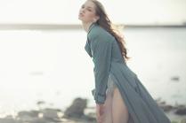 Девушка на фоне Финского залива