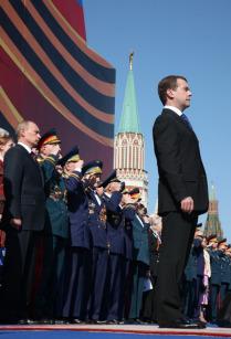 Президент России принял участие в параде, посвященном 64-й годовщине Победы