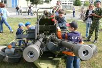 Играют мальчики в войну