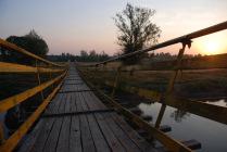 Рассвет на подвесном мосту