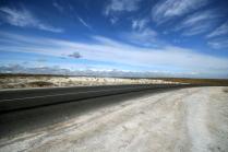 Дорога в белых горах
