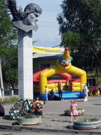 Памятник Герою Советского Союза, летчику-истребителю В. Елькину