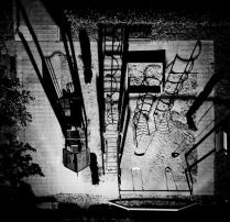 Пружины или что видит среднестатистический московский житель современной многоэтажки выходя во время рекламного ролика покурить на балкон.