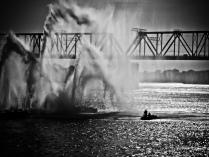 Фонтан на реке