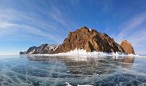 Остров в ледяных оковах Байкала
