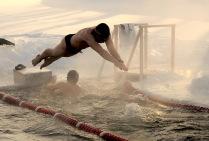 Любители холодового плавания....