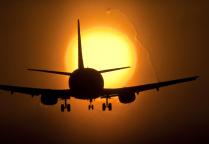 Самолёт на фоне заката