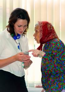 Бабушка и сотовый телефон