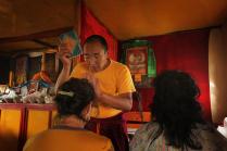 Буддийский Лама ведёт приём.