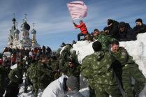 Взятие снежного городка во время праздника Масленица.