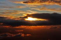 Закат в облаках