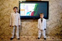 Цыганские дети в доме