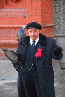 Ленин и голуби на Красной площади