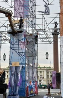 Дворцовая площадь. Подготовка к празднику.