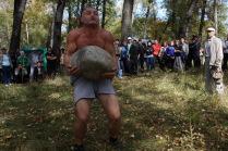 Мужские забавы с камнем.