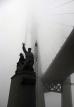 Строительство моста в тумане