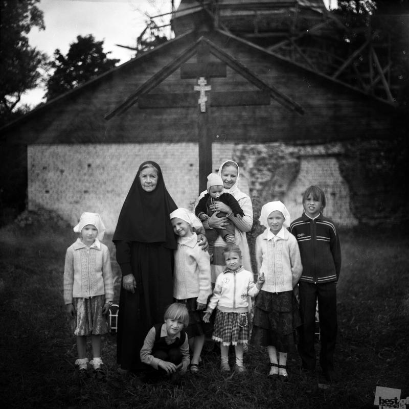 Матушка Фомаида с невесткой и внуками