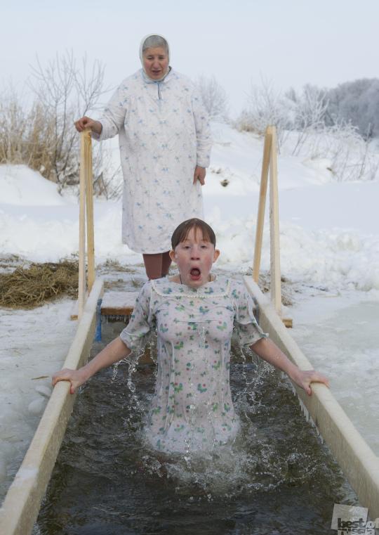 Крещенское купание в реке Нерль.